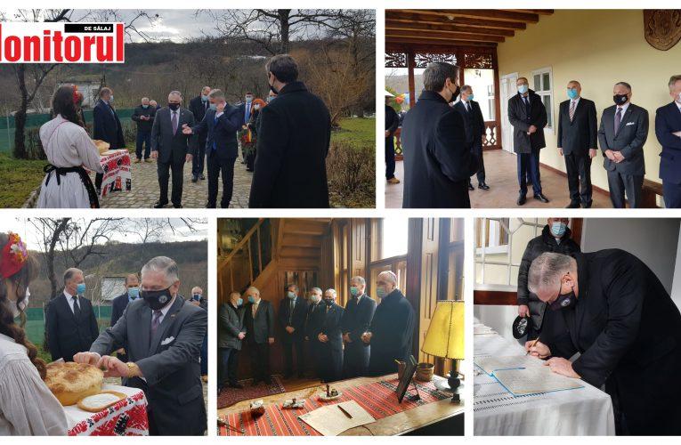 Ministrul Bode, alături de fostul ambasador, Adrian Zuckerman, au vizitat Casa Memorială Iuliu Maniu de la Bădăcin