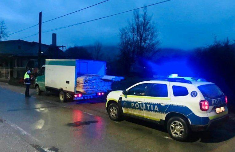 Polițiștii din Cehu Silvaniei și Jibou au aplicat amenzi contravenționale hoților de lemne